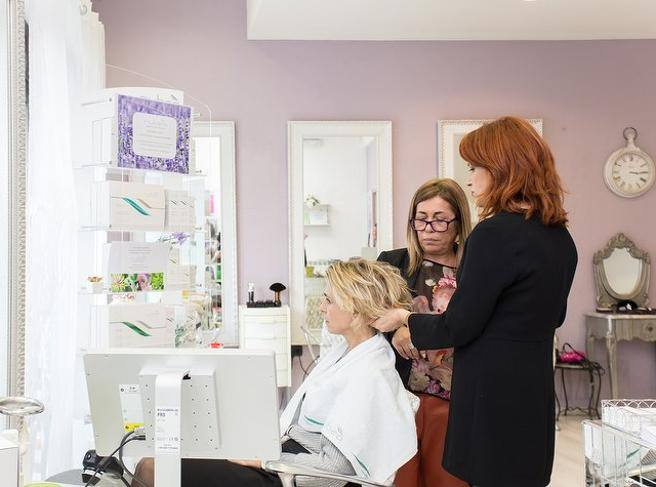 concern about the hypothesis of closure of hairdressers in the red zone – Corriere.it