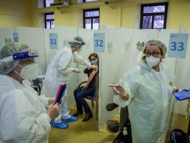 Vaccini, the two-track plan to inject 60 million doses by June – Corriere.it